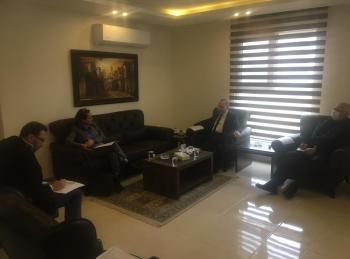 مدير الشؤون الفلسطينية ومديرة عمليات الأونروا يبحثان التعامل مع تبعات كورونا