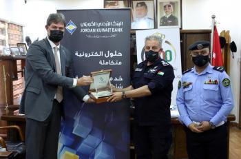 الأردني الكويتي يثمن دور شرطي بمنع سرقة فرع بنك