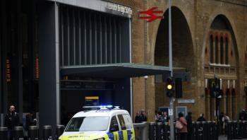 بريطانيا ..  امرأة متوفاة تتعرض للسرقة