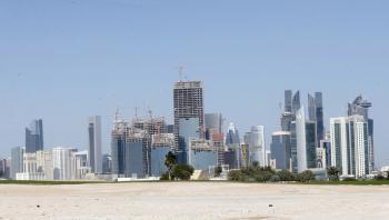 قطر: تسجيل وفاة و879 إصابة بكورونا
