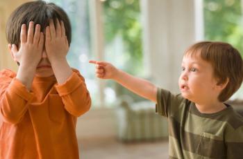 كيف تعالجين معضلة الطفل المفضل؟