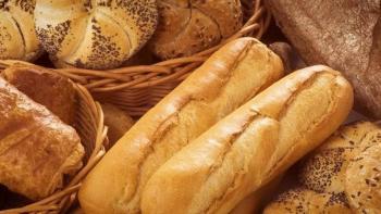 روسي يكتشف مفاجأة في الخبز أثناء العشاء
