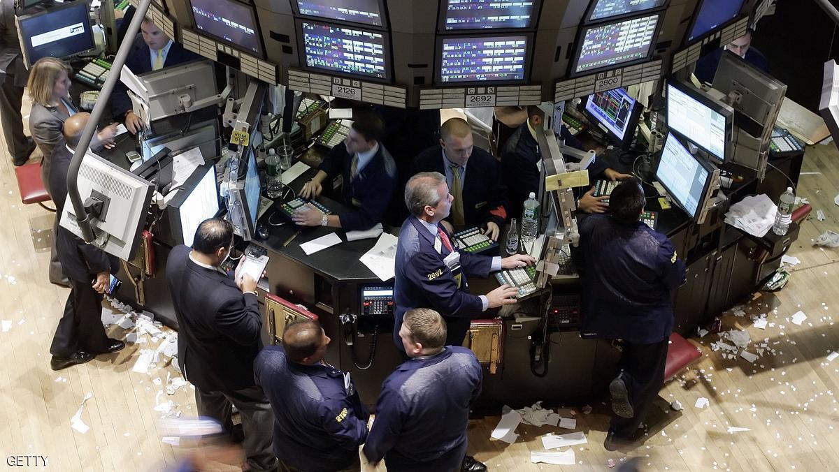 هبوط الدولار يرفع أسعار النفط