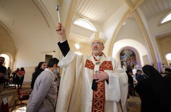 بطريرك القدس للاتين يشيد بحفاوة الاستقبال من الأسرة الأردنية الواحدة