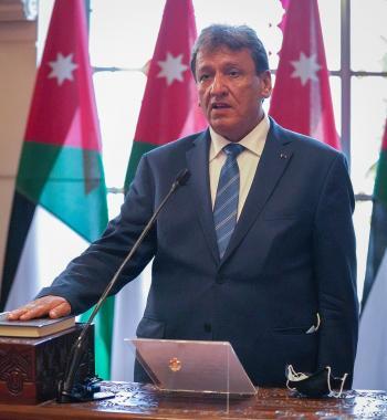 وزير النقل يؤكد ضرورة مواكبة التطورات في صناعة النقل البحري