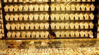 الذهب يهوي ويواصل الهبوط مع صعود الدولار
