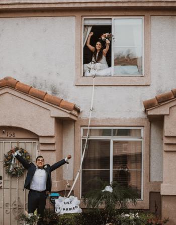 روميو وجولييت 2020 ..  زواج عبر النافذة بسبب كورونا