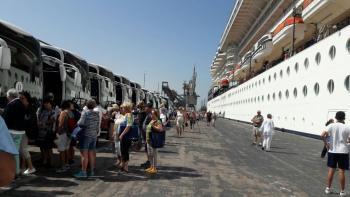 ميناء العقبة يستقبل باخرتين على متنهما 4650 سائحا
