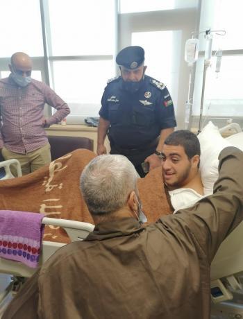 تمكين والد الفتى صالح من زيارة ابنه داخل المستشفى (فيديو)