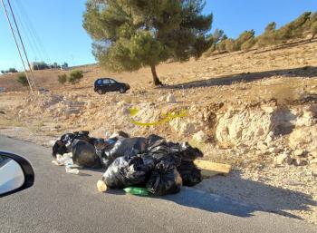 القاء أكياس نفايات حملة النظافة في بيرين الى الشارع