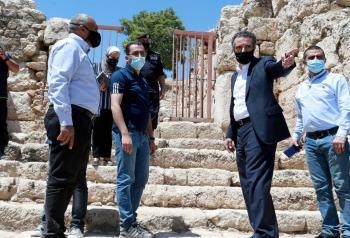 وزير السياحة يؤكد ضرورة إظهار عمان كمدينة تاريخية