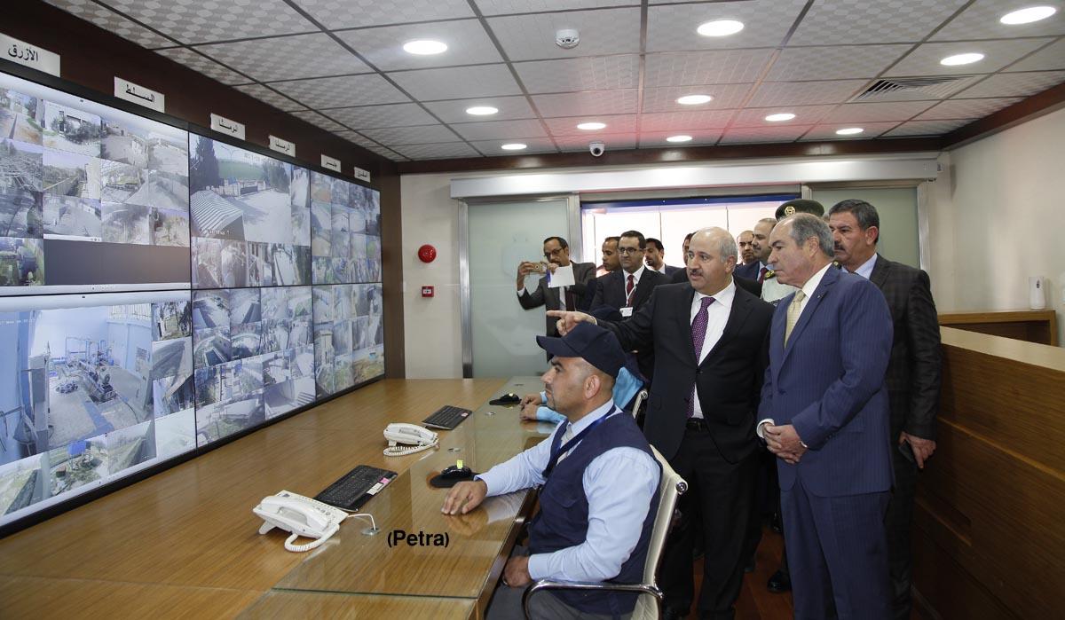 رئيس الوزراء يفتتح مركز السيطرة وإدارة العمليات في قطاع المياه