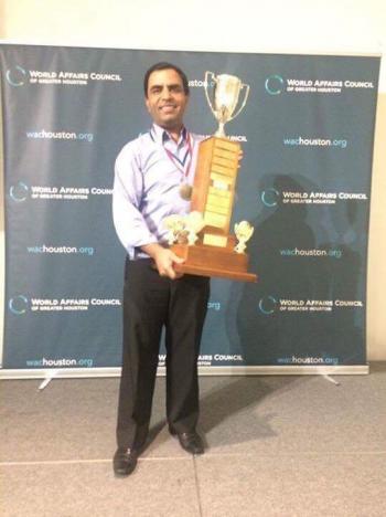 الخوالدة يفوز بجائزة مجلس الشؤون العالمية في هيوستن
