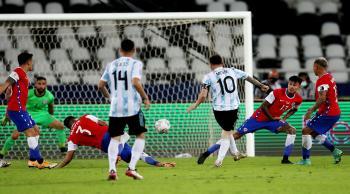 هدف ميسي الرائع لم يكف الأرجنتين للإطاحة بتشيلي