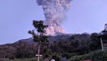 بركان ميرابي يقذف الرماد لآلاف الأمتار