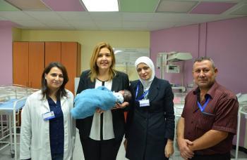 زوجان أردنيان يرزقان بمولودتهما الأولى بعد 17 سنة