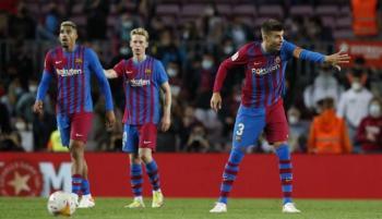 من تيكي تاكا للهجوم بـبيكيه ..  كيف ضاعت هوية برشلونة مع كومان؟