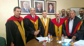 الطالب هنية يناقش رسالة الدكتوراه في الجامعة الأردنية