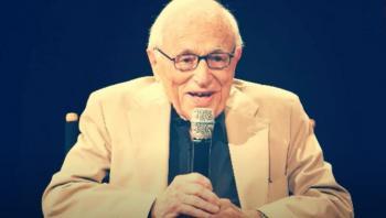 وفاة كاتب السيناريو الأمريكي والتر بيرنستاين عن 101 سنة من عمره