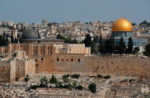 أوقاف القدس تدين انتهاك حرمة الأقصى