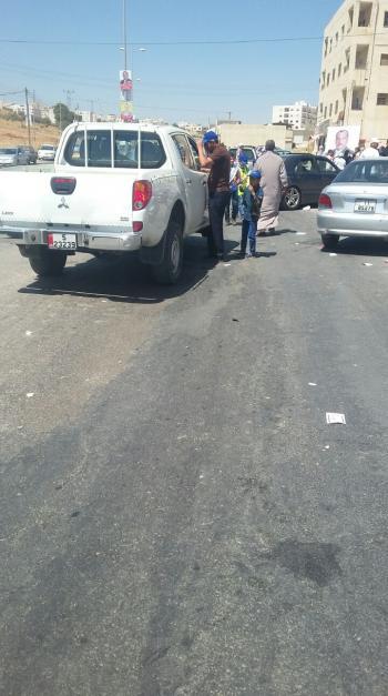 سيارة لأمانة عمان تشارك في نقل الناخبين