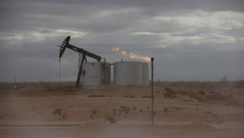 النفط يتراجع مع انحسار موجة الصعود بفعل مخاوف الطلب
