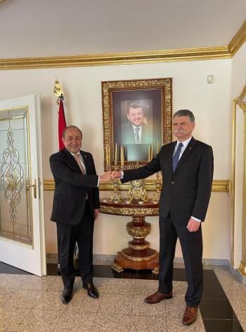 نفاع يلتقي رئيس مجلس النواب الهنغاري في بودابست