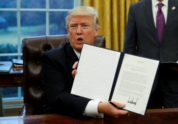 ترامب يقرر انسحاب امريكا من اتفاق التجارة عبر الهادىء ويشيد بالسيسي