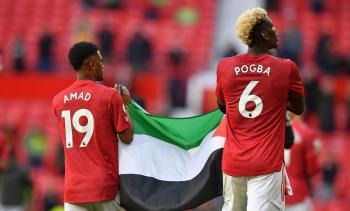 بوغبا وديالو يلوحان بعلم فلسطين في الدوري الانجليزي