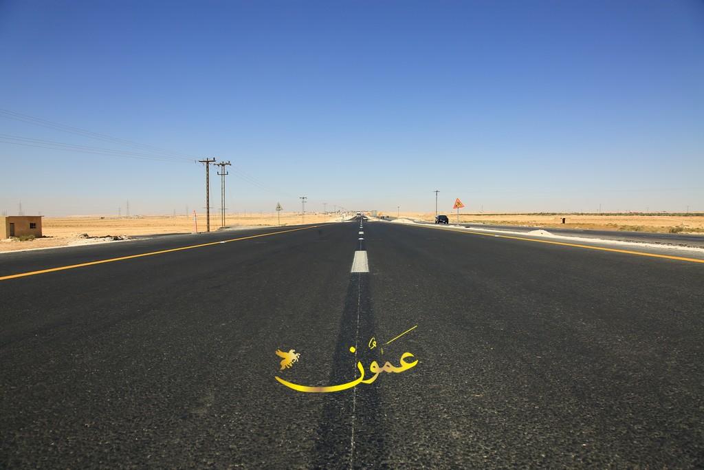 18 إصابة بتدهور حافلة على الطريق الصحراوي