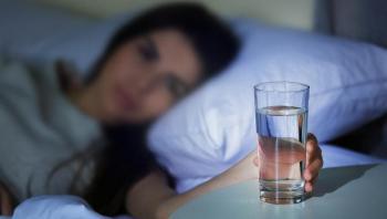 فوائد تناول كوب من المياه قبل النوم