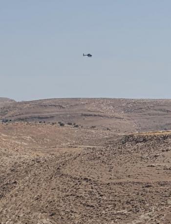 طائرة للبحث عن مواطن انقطع به الاتصال في مأدبا (صور)