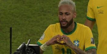 الفيفا يعلق ورسالة من بيليه ..  لماذا بكى نيمار بعد فوز منتخب البرازيل؟