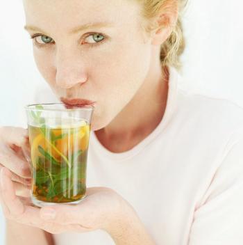 10 أطعمة ومشروبات تخلصك من السيلوليت
