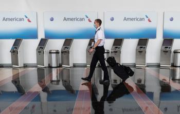 الخطوط الجوية الأمريكية تتخلى عن إجراءات التباعد الاجتماعي وتحجز الطائرات بكامل طاقتها