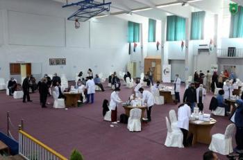 150 طالباً من جامعة البترا الأردنية يتطوعون في مراكز تطعيم وزارة الصحة الأردنية