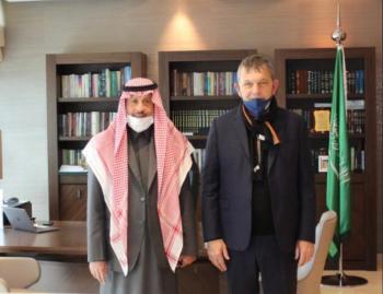 السفير السعودي يؤكد ضرورة تمكين الأونروا
