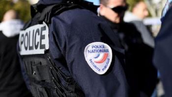 الشرطة الفرنسية تشتبك مع مشاركين في حفلات موسيقية (فيديو)