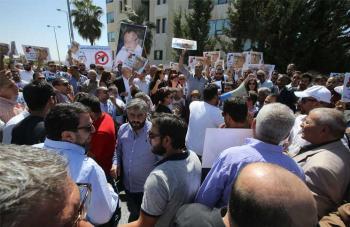 الملقي أسرع رئيس يطالب الشارع باستقالته