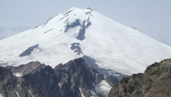 مقتل 5 متسلقين بعاصفة ثلجية في جبال إلبروس الروسية