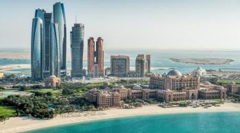 أبوظبي تمدد قيود السفر إلى الإمارة أسبوعاً