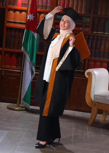 الدكتورة الصيدلانية تسنيم محمد العناسوة ..  مبارك التخرج
