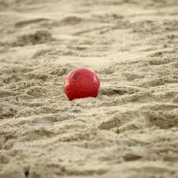 بلدية اربد تجهز ملعبا لبطولات كرة اليد الشاطئية