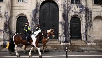وسائل إعلام بريطانية: مجهولان يهاجمان حاخاما خارج كنيس
