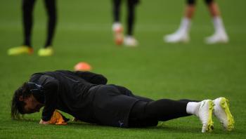 لاعب يعاقب بتمارين الضغط بسبب كشفه قائمة منتخب بلاده