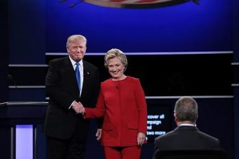 كلينتون وترامب يتراشقان في أول مناظرة