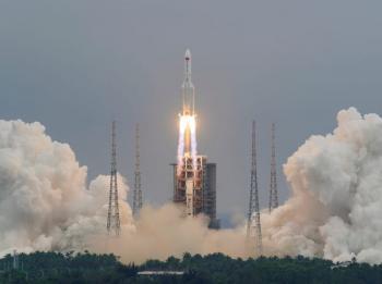 الصين توضح مصير صاروخها الخارج عن السيطرة