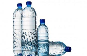 اتلاف 3 اطنان من عبوات مياه الشرب بالعقبة