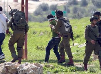 الاحتلال يعتقل 17 فلسطينيا بالضفة الغربية