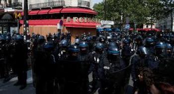 الشرطة الفرنسية تشتبك مع جمهور حفلات موسيقية